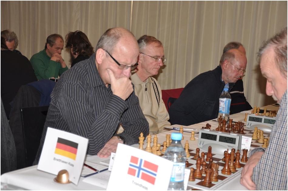 """Das Team """"Bretthasen Küste"""" mit Horst van Bentum, Rolf Müggenburg und Reinhard Schröter (verdeckt) (alle SSC Graal-Müritz) sowie Bernd Sager (HSG Uni Rostock) (2. von li.) im Spiel gegen das """"Team Trondheim (Norwegen)"""""""
